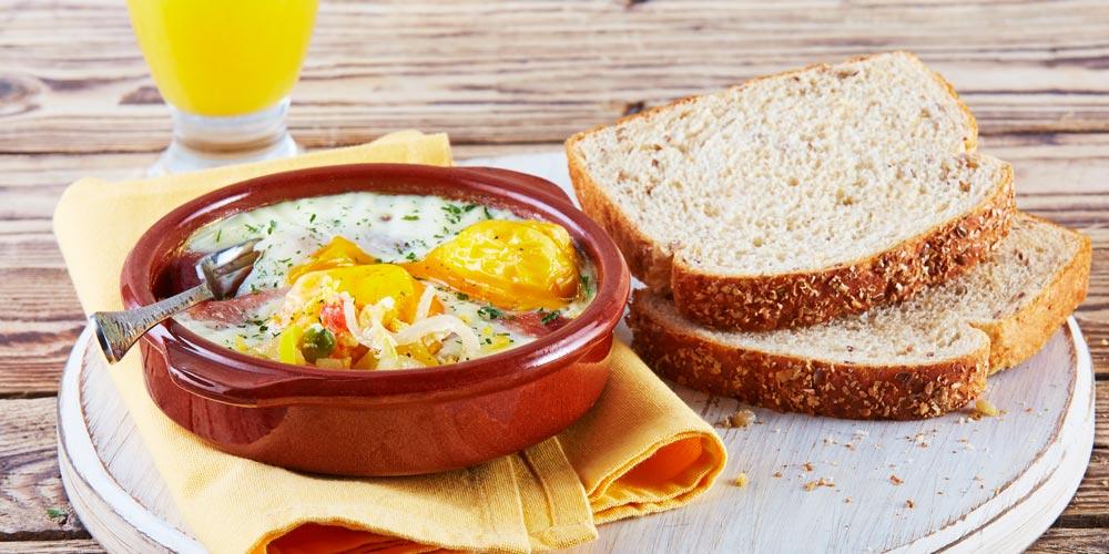 Huevos a la flamenca con pan linaza Bimbo®