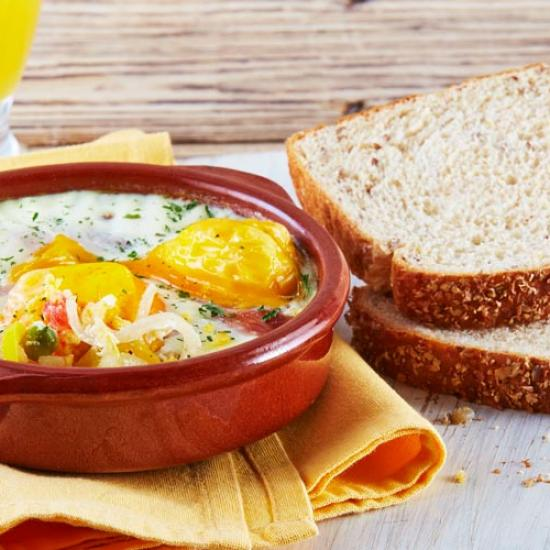 Receta huevos a la flamenca con pan linaza Bimbo®